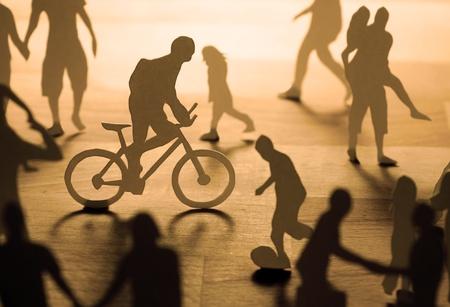 trabajo social: Gente urbana de papel. Foto de archivo