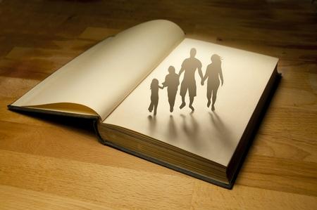 comunicaci�n escrita: Historia familiar de libro. Fotograf�a conceptual. Foto de archivo