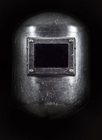 soldadura: A soldadores vista frontal del casco, la iluminaci�n oscura.