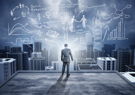 umiejętności: Biznes Pomysły - koncepcyjne. Biznesmen oglądać miasto z wielkimi ideami.