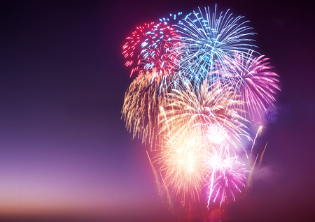 Een vuurwerk. Een groot vuurwerk evenement en feesten. Stockfoto