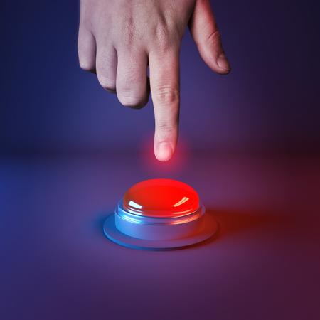Naciskając przycisk napadowy. Osoba o wcisnąć wielki czerwony przycisk. Zdjęcie Seryjne
