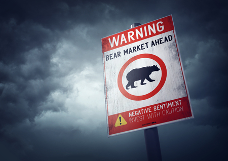 Bear stock market warning sign with growing storm clouds. Banque d'images