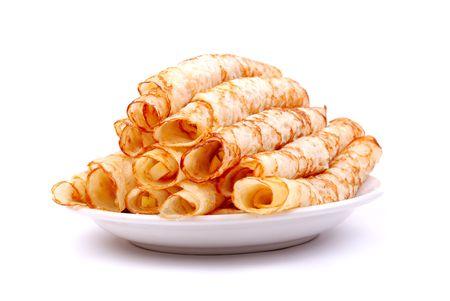 crepas: crepes de postre con manzanas frescas sobre blanco