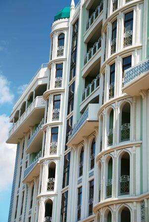 baranda para balcon: La fachada de un edificio moderno