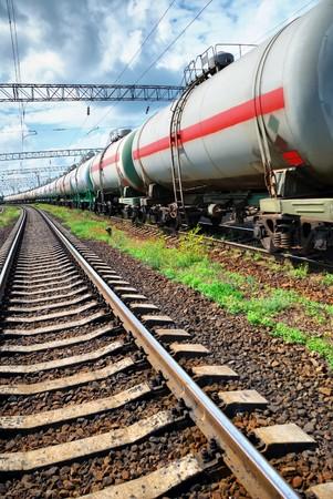 cisterna: Conjunto de tanques con aceite de transporte por ferrocarril