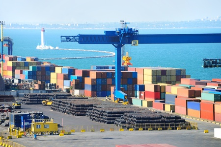Port warehouse with containers and industrial cargoes Banque d'images