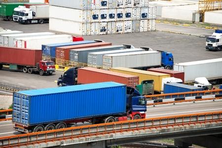 transporte de mercancia: Transporte de cargas en contenedores por cami�n