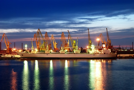 ship and the port at night 스톡 콘텐츠