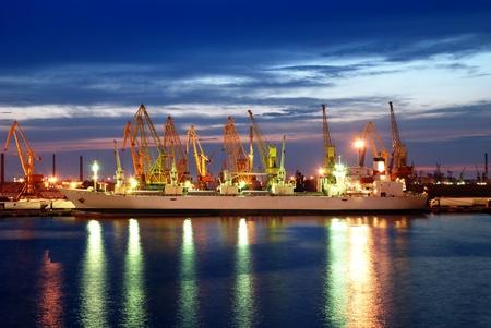 ship and the port at night Фото со стока