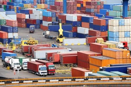 containerschip: zeecontainer magazijn en vrachtwagen