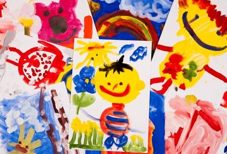 niños dibujando: collage de dibujos infantiles