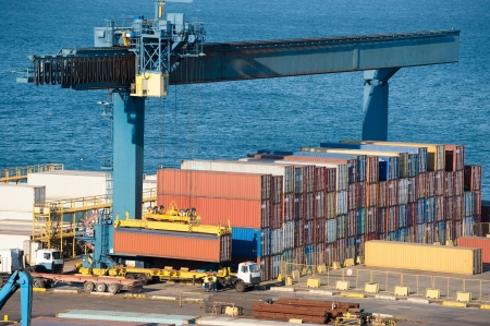 loading container on truck in port