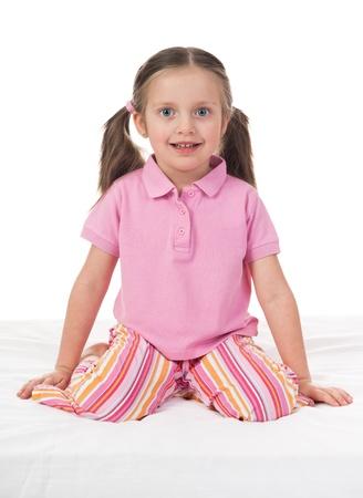 striped pajamas: chica alegre en la cama blanca