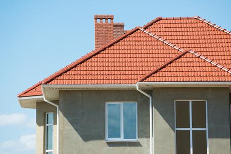 新しい家と屋根 写真素材