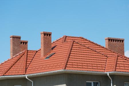 nieuwe huis en het dak Stockfoto