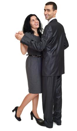 parejas de amor: pareja de baile, retrato de estudio en blanco. Vestido de traje negro.