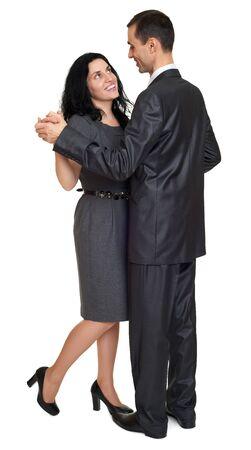 parejas romanticas: pareja de baile, retrato de estudio en blanco. Vestido de traje negro.