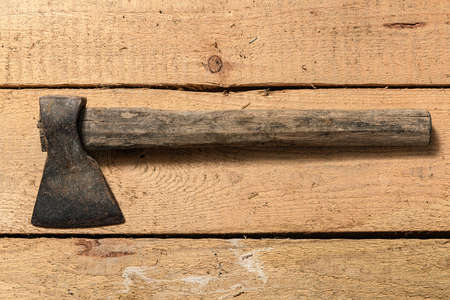 Old vintage axe closeup on a wooden background, household hand tools 免版税图像 - 158007415