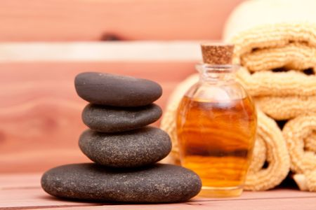 lastone: Aromatherapy oil, spa towels and lastone therapy rocks