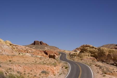 route desert: Route sinueuse de d�sert