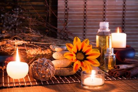 flores secas: piedras blancas, flores secas, velas, canela, aceite, en la estera de bamb�
