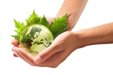 desarrollo sustentable: mundo verde en las manos - Europa - Desarrollo sostenible Foto de archivo