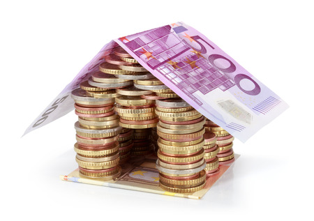 pile dwelling: Savings for real estate project - roof 500 €  Stock Photo