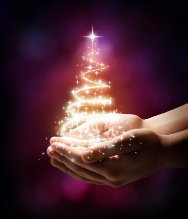 당신의 손에있는 크리스마스 트리 - 레드
