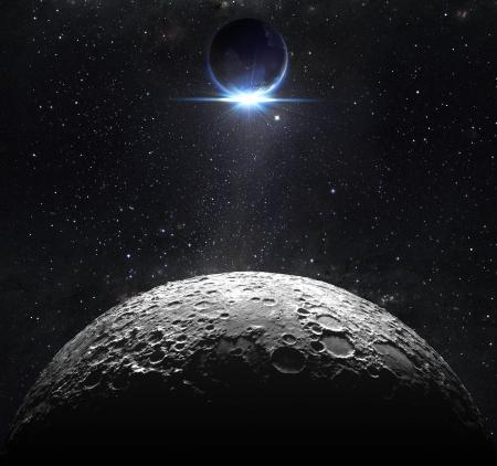 maan oppervlak met uitzicht op zonsopgang van de aarde Stockfoto