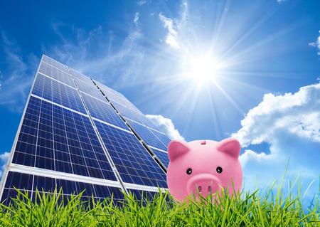 energy saving: concepto de ahorro con fotovoltaica Foto de archivo