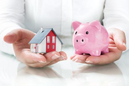 Het concept van de hypotheek en besparingen Stockfoto