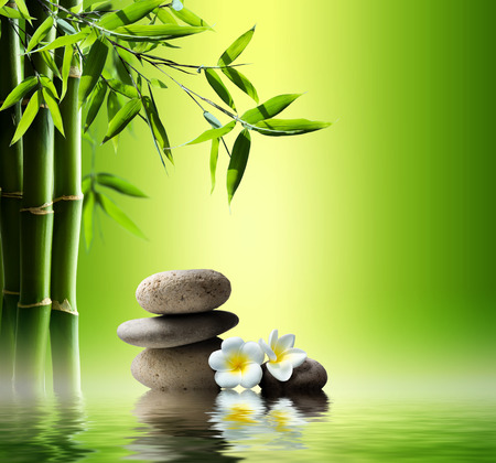 spa background with bamboo and stones on water Banque d'images