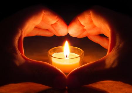 bougie coeur: amour et d'espoir