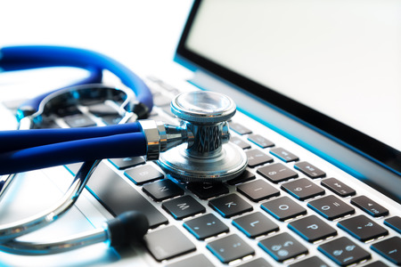 klawiatura: Stetoskop na laptopie