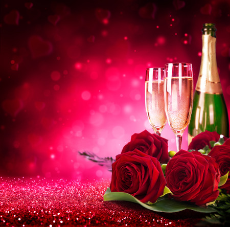 sparkling valentine?s day with champagne and roses Imagens - 35816756