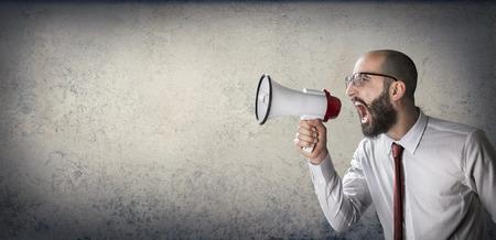 megafono: anuncio