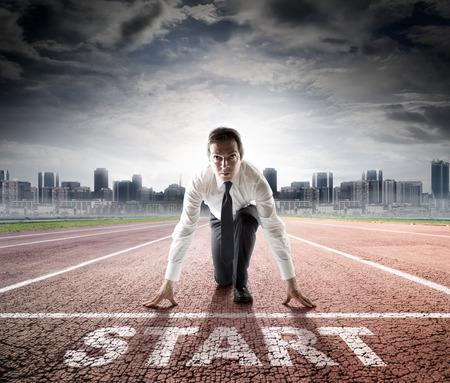 startende zakenman klaar voor competitie Stockfoto