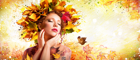Fashion Art in Autumn - Artistic Makeup With Hairstyle Nature Standard-Bild