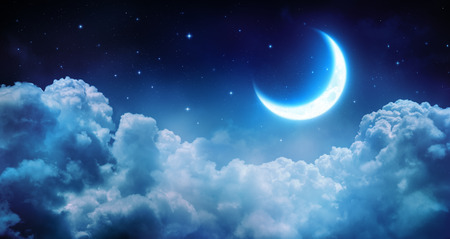 Romantic Moon In Starry Night Over Clouds Stockfoto