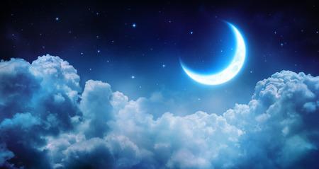 Romantic Moon In Starry Night Over Clouds Standard-Bild