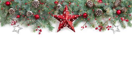 De spar van Kerstmis ingericht op White