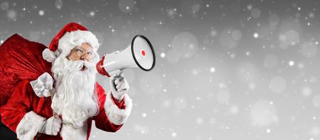 Weihnachtsmann Im Gespräch mit Megaphon Standard-Bild