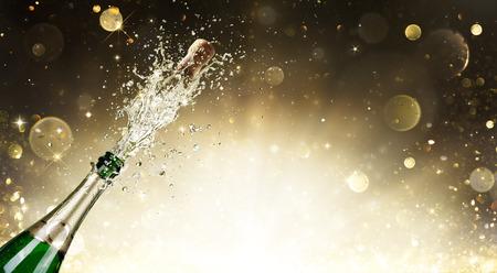 kutlama: Şampanya Patlama - Kutlama Yılbaşı Stok Fotoğraf