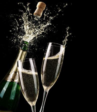 bouteille champagne: Popping Champagne Et Toast de minuit Banque d'images
