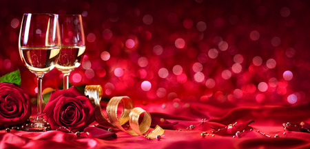 Romantic Celebration Of Valentine's Day - With Wine And Roses Banque d'images