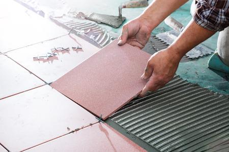 Installing Tiles - Professional Mason Archivio Fotografico