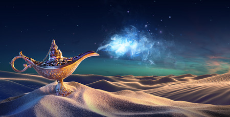 Lamp of Wishes In The Desert - Genie Coming Out Of The Bottle Foto de archivo