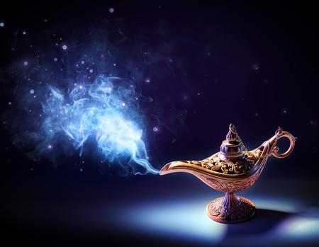 magia: Lámpara de los deseos - magia humo que sale de la botella