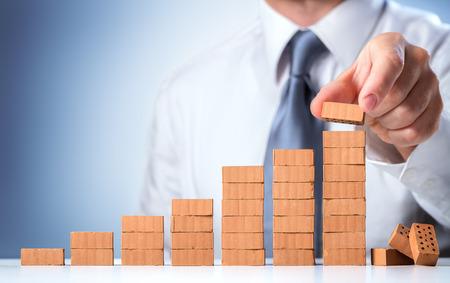 construccion: El hombre de negocios de construcción del éxito